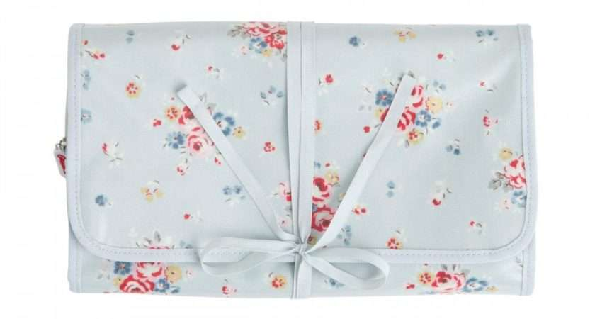 Cath Kidston Notting Hill Rose Hanging Roll Travel Wash