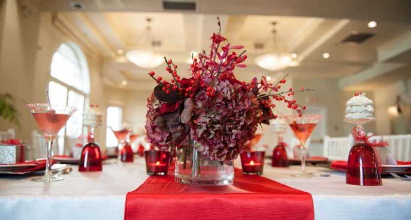 Christmas Banquet Decorating Ideas White Silk Table Cloth Red