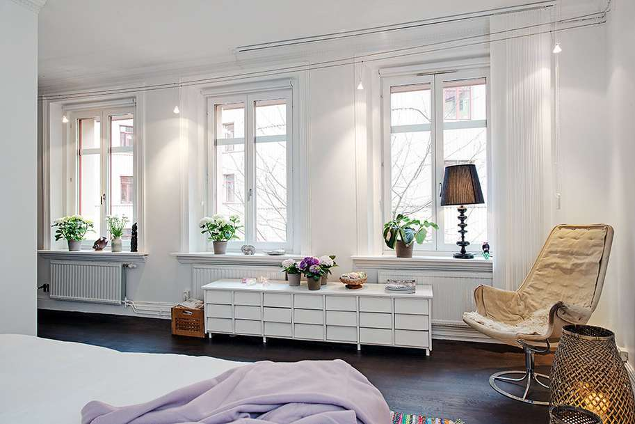 Combination White Walls High Ceilings Can Often Times Render