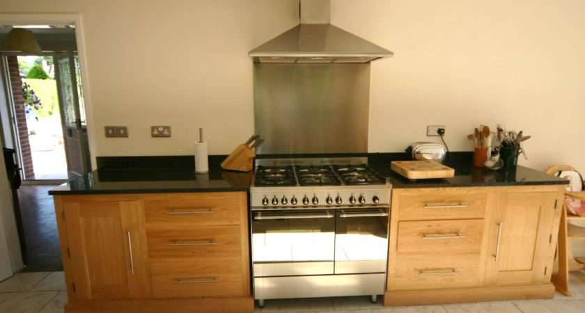 Contemporary Solid Oak Kitchen Black Granite Work Tops Fitted