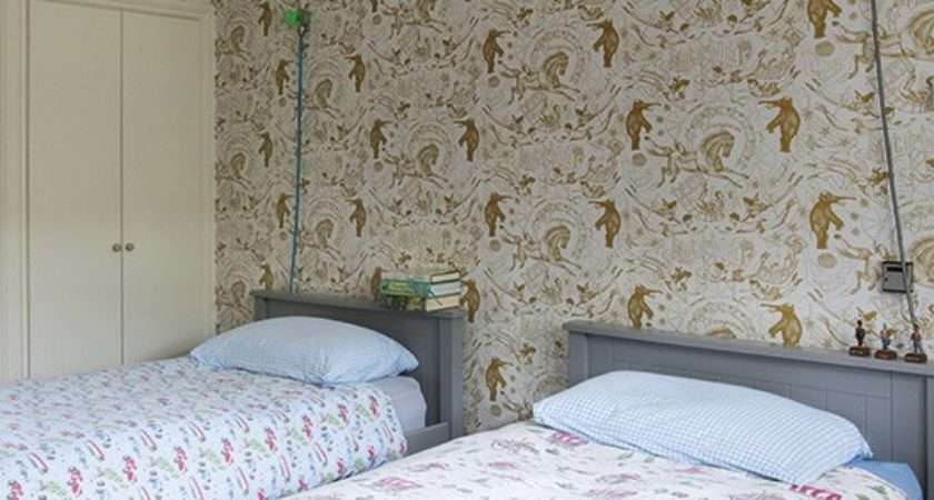 Country Bedroom Patterned Twin Beds