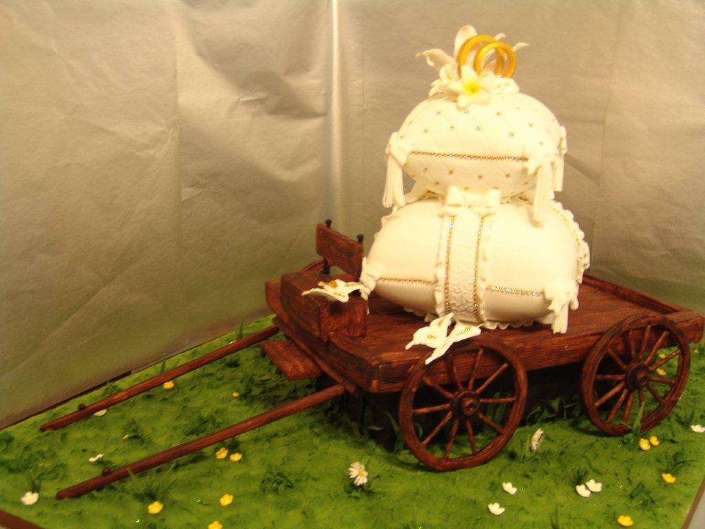 Country Style Themed Wedding Cake Crumbs Art Amazing