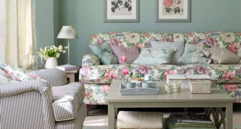 Create Classic Country Living Room Queens Diamond