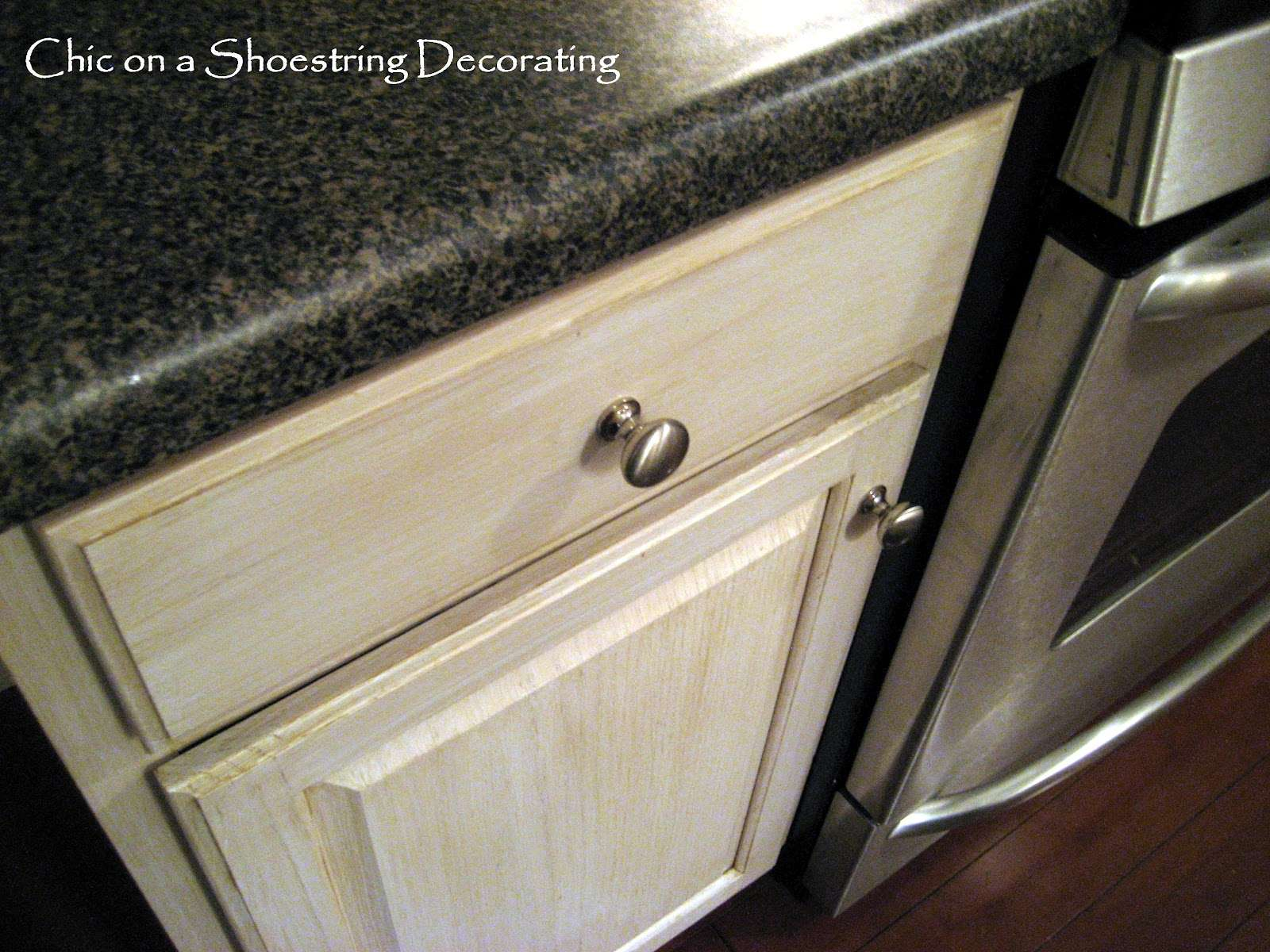 Decorating Change Your Kitchen Cabinet Knobs Handles