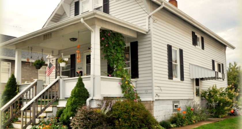 Fall Summer Blooms Little Bungalow House Pic
