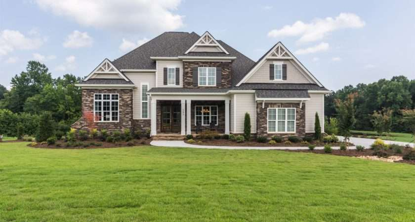 Hearthstone Luxury Homes Opens New Model Home