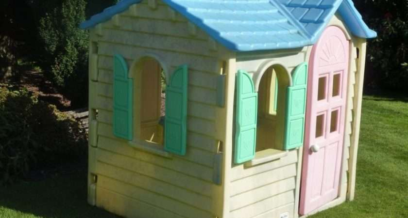 Little Tikes Wendy House Woke One Christmas Morning All