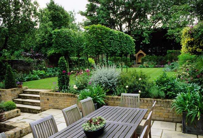 Make Small Backyards Look Bigger