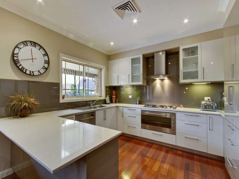 Modern Shaped Kitchen Design Using Hardwood