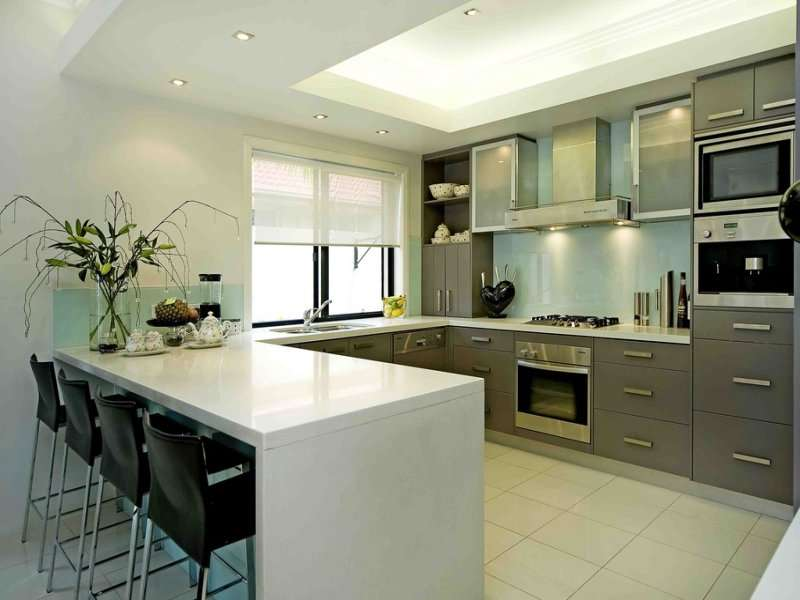 Modern Shaped Kitchen Design Using Stainless Steel