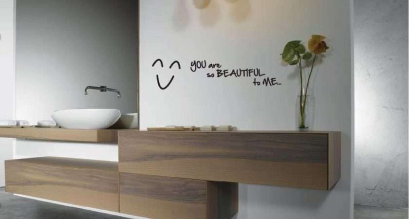 Other Small Bath Accessories Decorate Walls