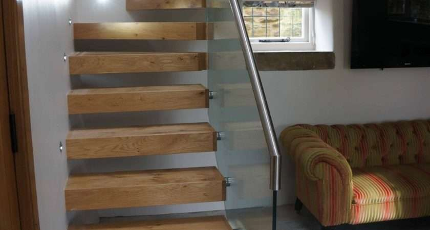 Pippy Oak Cantilevered Feature Staircase