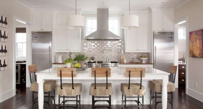 Rich Reflective Colors Flooring Using Neutral