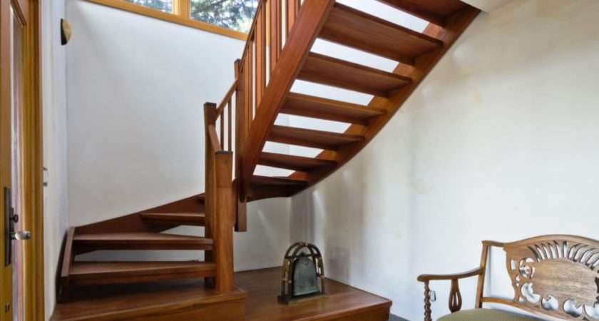 Simple Staircase Small Spaces