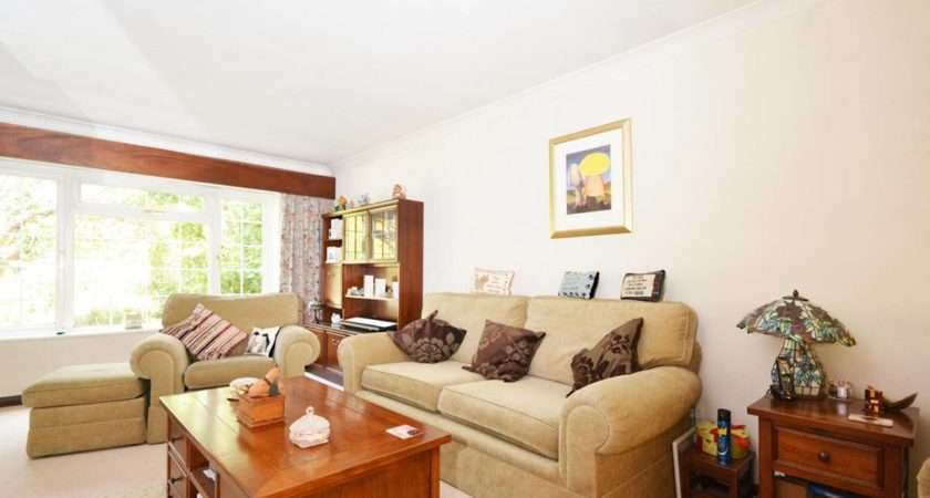 Tucoyse Queens Road Bisley Bed House