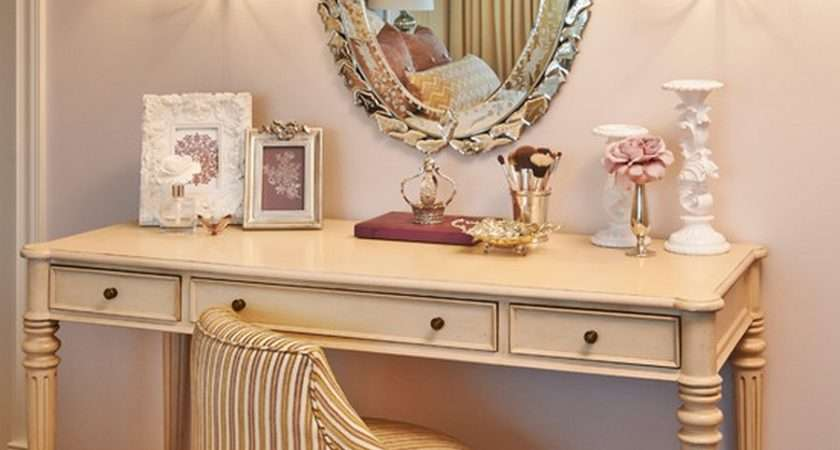 Vintage Style Antique Vanity Table Design Wall