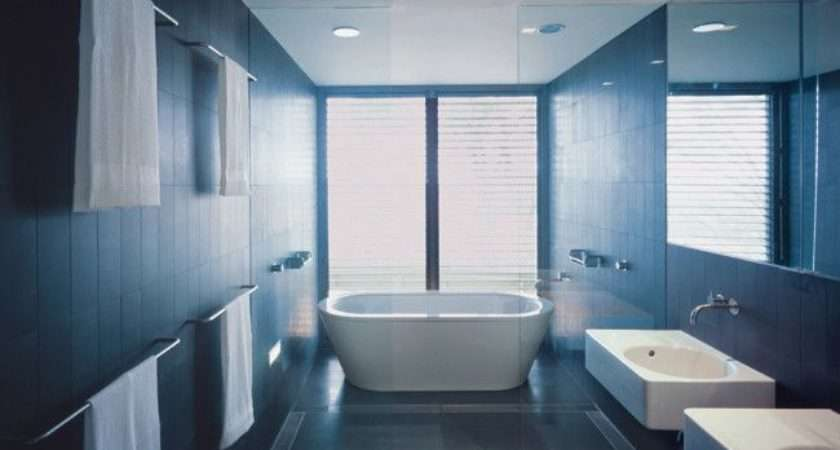 Wet Room Utilises Every Centimetre Space While Expansive Rooms